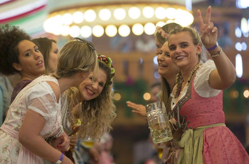 Gute Stimmung im Festzelt: Auf dem Frühlingsfest wird gefeiert. Foto: Lichtgut/Leif-H.Piechowski