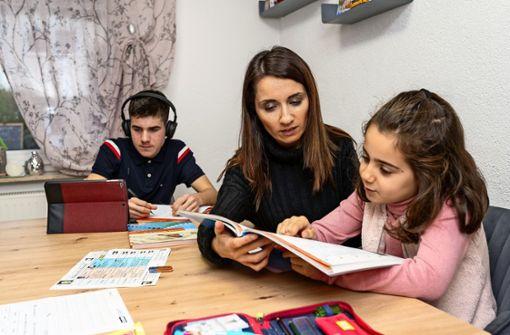 Schule im Wohnzimmer und am Esstisch