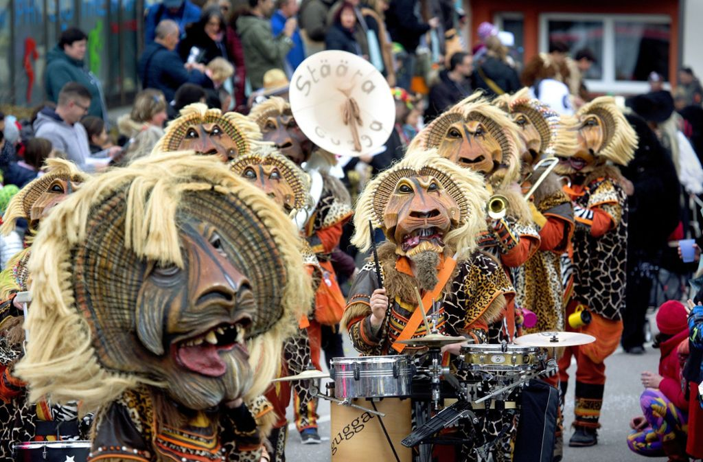 Die Donzdorfer Stäära Gugga boten den Zuschauern nicht nur fetzige Musik, sondern auch originelle Masken und Kostüme. Foto: Horst Rudel