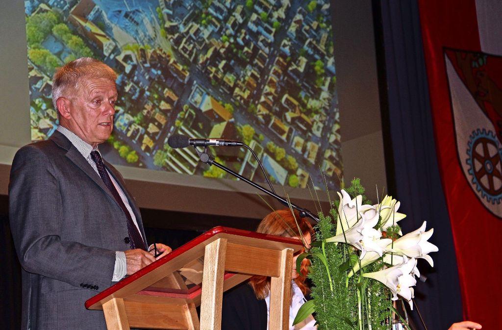 Zunächst trat  Oberbürgermeister Fritz Kuhn   ans Rednerpult. Foto: