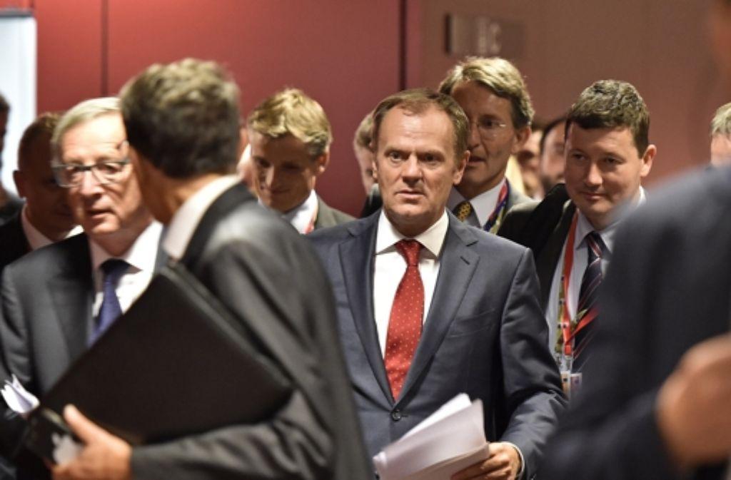 Gipfelchef Donald Tusk (Mitte), sagte auf dem EU-Gipfel, dass das Chaos an den Außengrenzen ein Ende haben müsse. Foto: AP