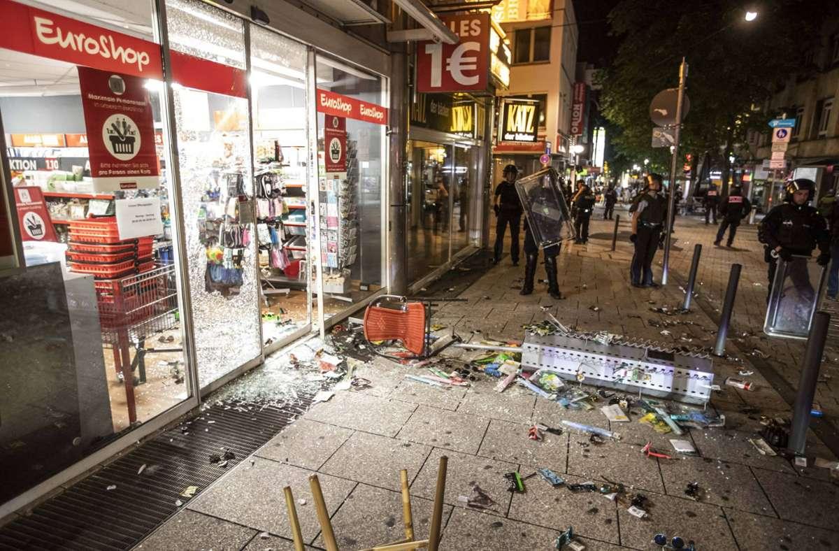 """Szenen der """"furchtbaren Nacht"""": geplünderter Laden in der Stuttgarter Innenstadt. Foto: 7aktuell.de/Simon Adomat"""