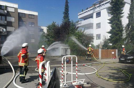 Feuerwehr löscht Schaltkasten