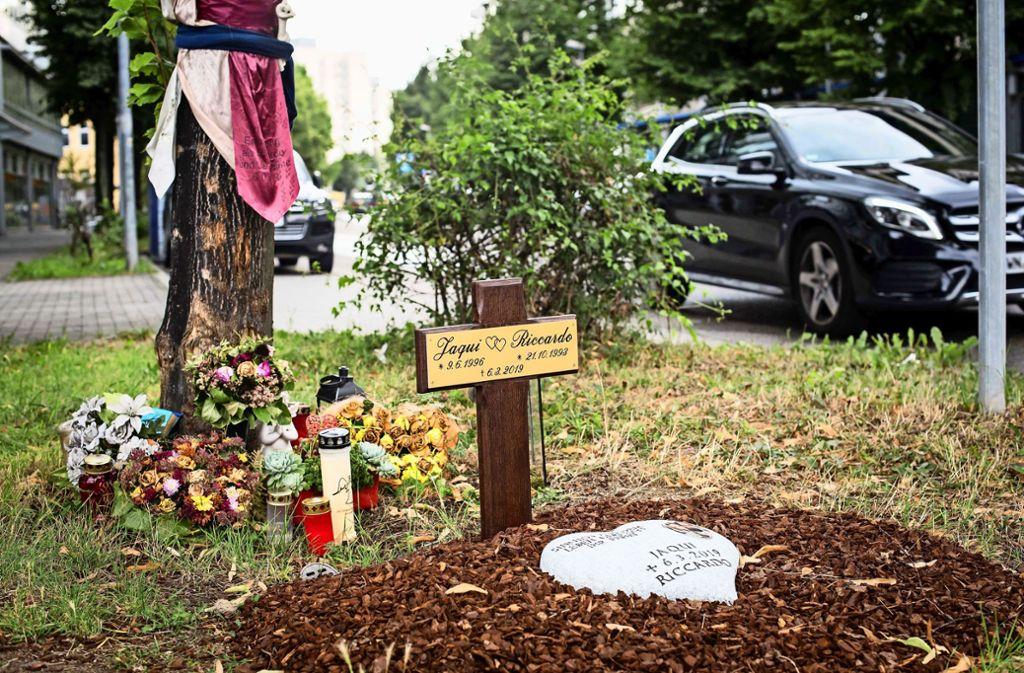 Gedenken an die beiden bei dem Unfall  getöteten jungen Leute am Unfallort Foto: Lichtgut/Max Kovalenko