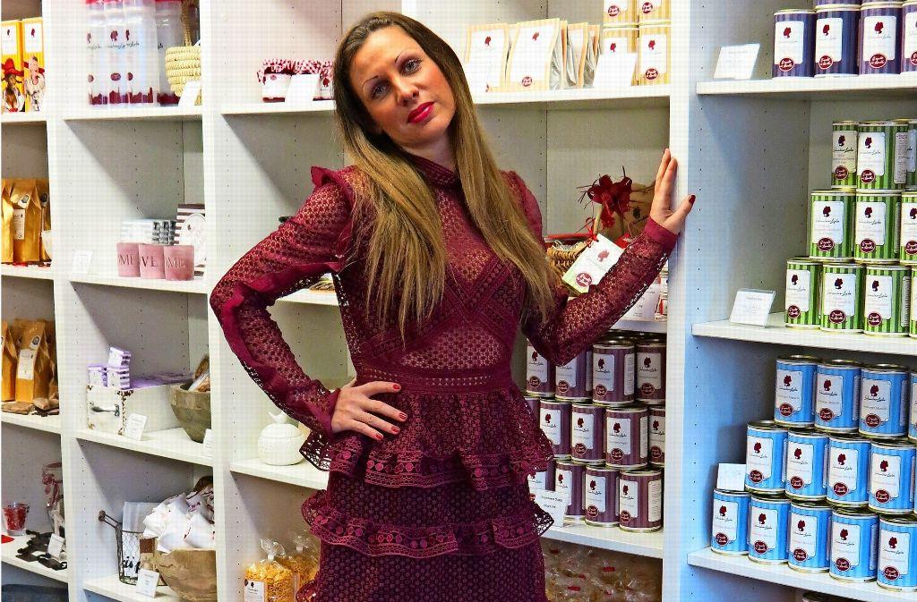 Kaufen und Verkaufen ist ihr Ding: Nadine Banken aus Sillenbuch leitet den  Laden Schwaben-Liebe. Foto: Bosch