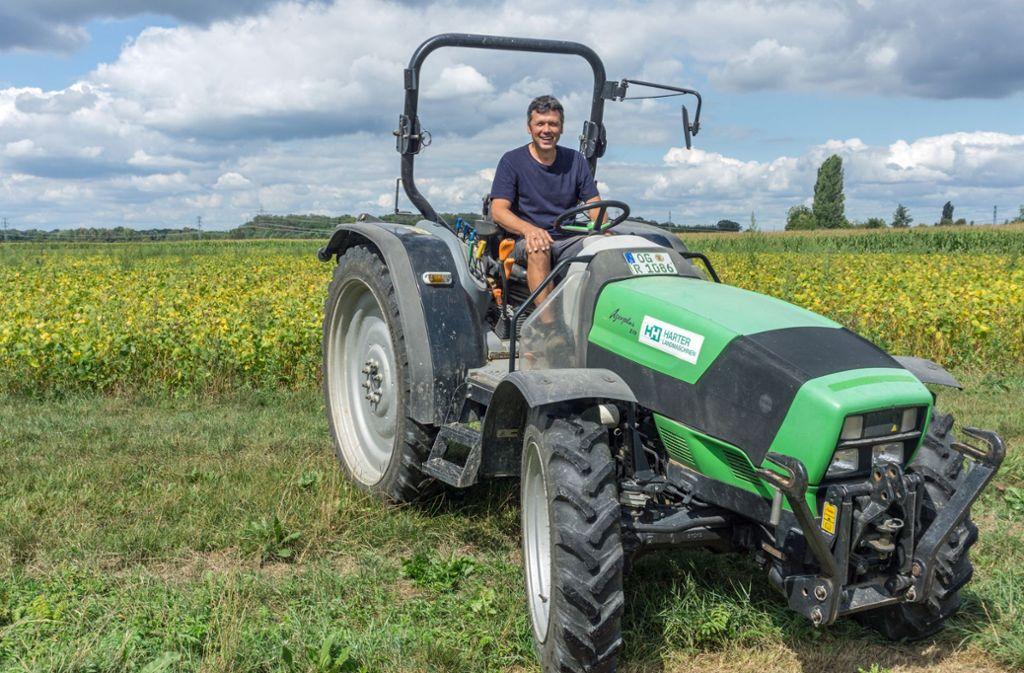 Rainer Ganter ist Ökobauer in der Rheinebene bei Achern. Er ist überzeugt, dass die Landwirtschaft ohne Spritzmittel auskommen kann. Foto: Faltin