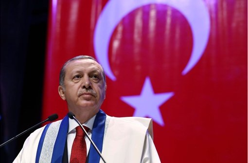 Präsident Erdogan hält die Zeit an