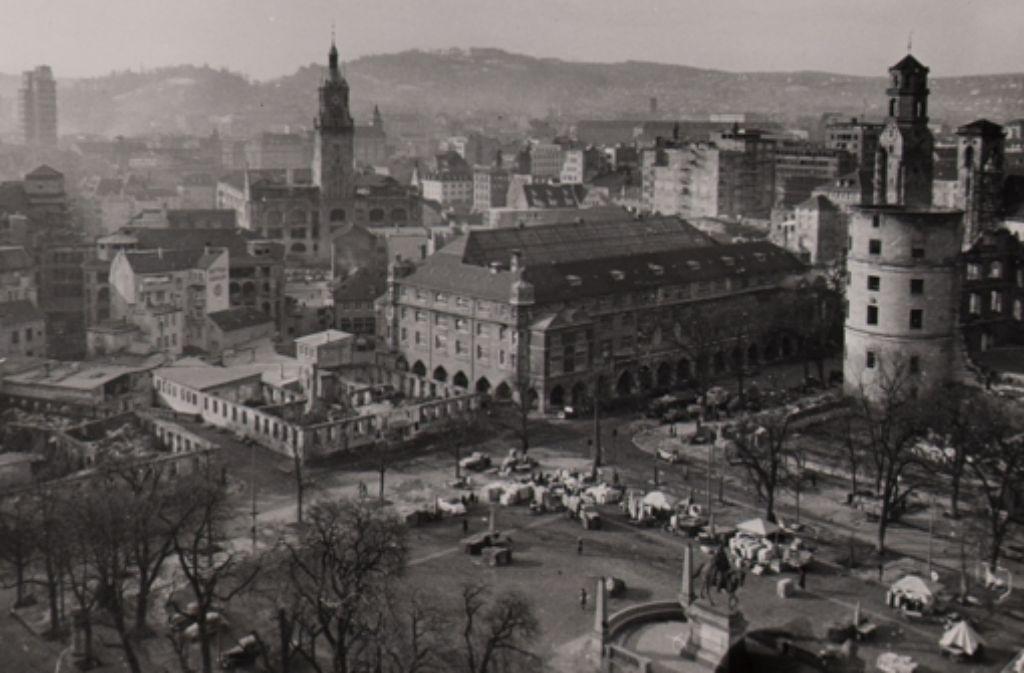 Die Markthalle Anfang 1952: Damals war der provisorische Wiederaufbau, mit dem man sechs Jahre zuvor begonnen hatte, so gut wie abgeschlossen. Die ganze Geschichte des Feinschmecker-Paradieses dokumentieren wir in der folgenden Fotostrecke. Foto: StZ-Archiv