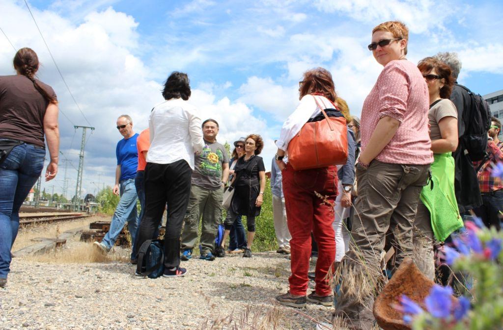 Die Ratsfraktion der Grünen  hat bei ihrer Tour durch Vaihingen auch das Aurelis-Gelände besichtigt. Foto: Rebecca Beiter