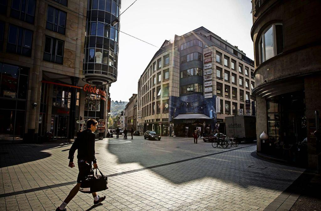 Die Pflastersteine in der Tübinger Straße müssen 2019 gegen einen Asphaltbelag ausgetauscht werden.Die Pflastersteine in der Tübinger Straße müssen 2019 gegen einen Asphaltbelag ausgetauscht werden Foto: LG/Piechowski, Haar