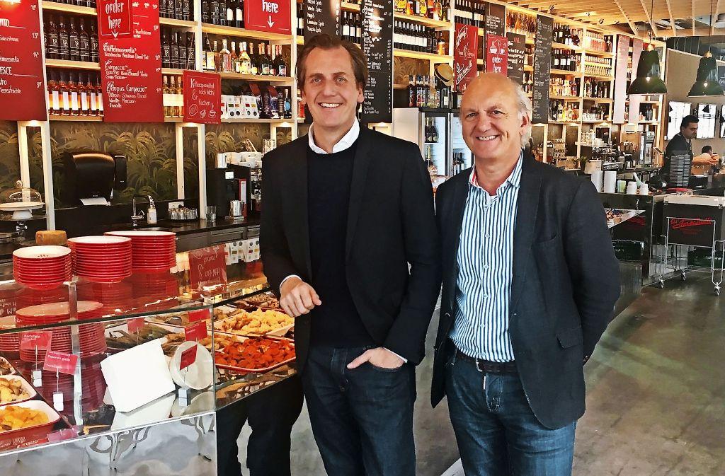 Der Münchner Oh Julia-Chef  Marc Uebelherr (links) mit  seinem Stuttgarter Betriebsleiter Rolf Schinder. Foto: Lm