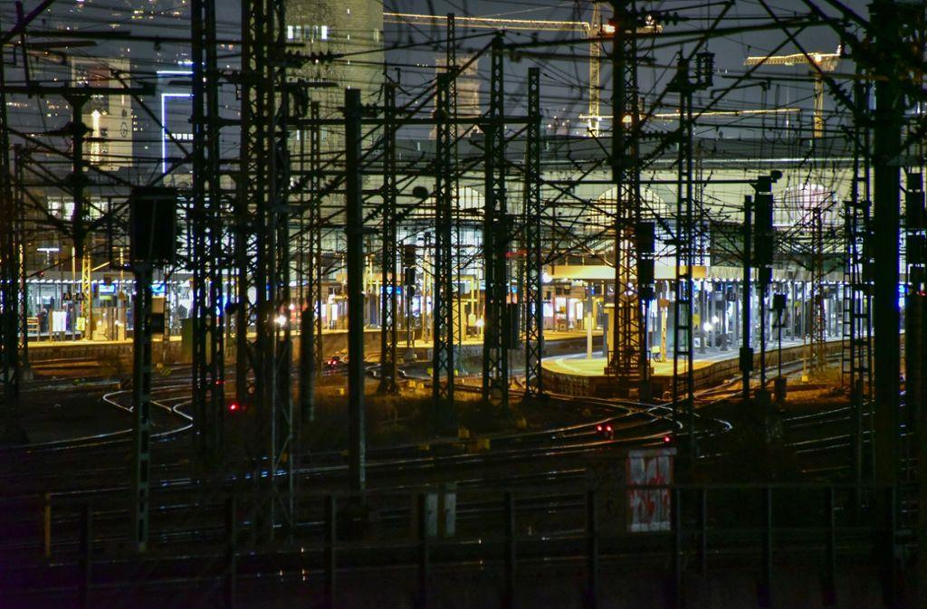 Das heutige Gleisvorfeld vor dem Hauptbahnhof will die Stadt überbauen. Möglich aber, dass darunter noch eine Bahnstation entsteht. Foto: Arnim Kilgus