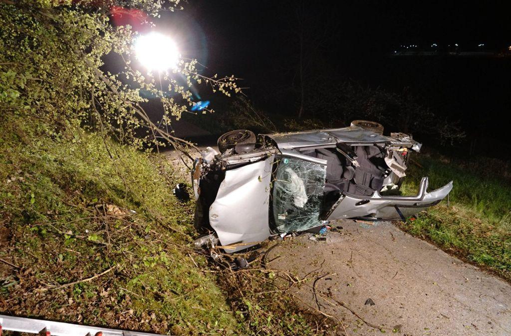Der Fahrer wurde im Wagen eingeklemmt und musste von den Rettungskräften befreit werden. Foto: 7aktuell.de/F. Hessenauer