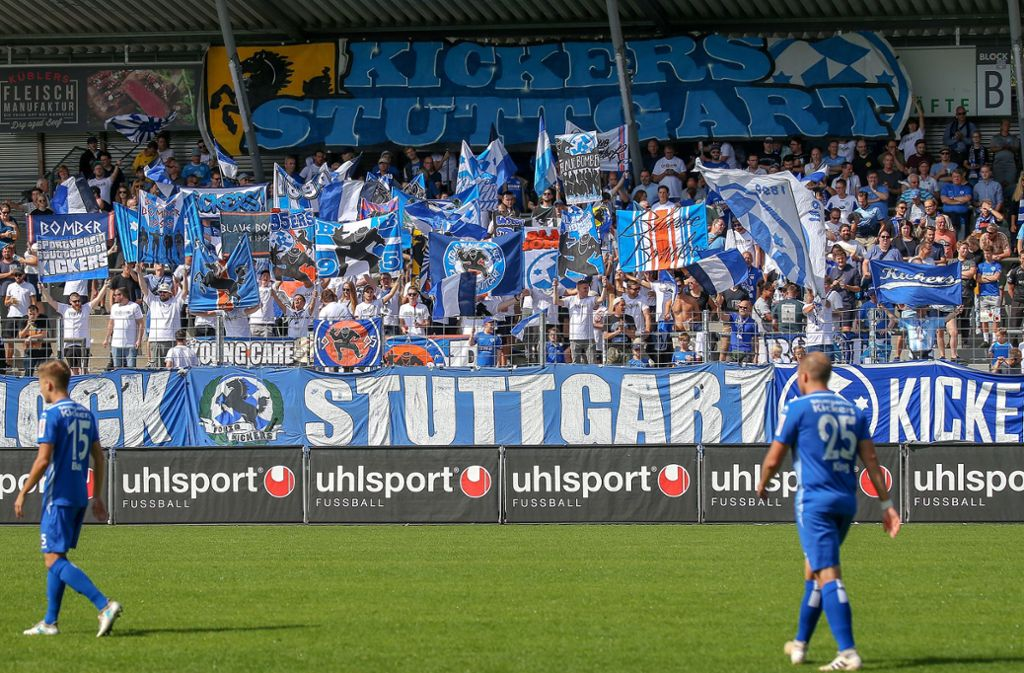 Das Nachholspiel der Kickers gegen Bissingen findet statt – mit Zuschauern. Foto: Pressefoto Baumann/Alexander Keppler