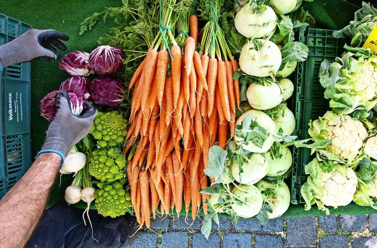 Frisches Gemüse vom Wochenmarkt gibt es in Möhringen vom 2. Januar an im Spitalhof und nicht mehr auf dem Oberdorfplatz. Foto: dpa/Julian Stratenschulte