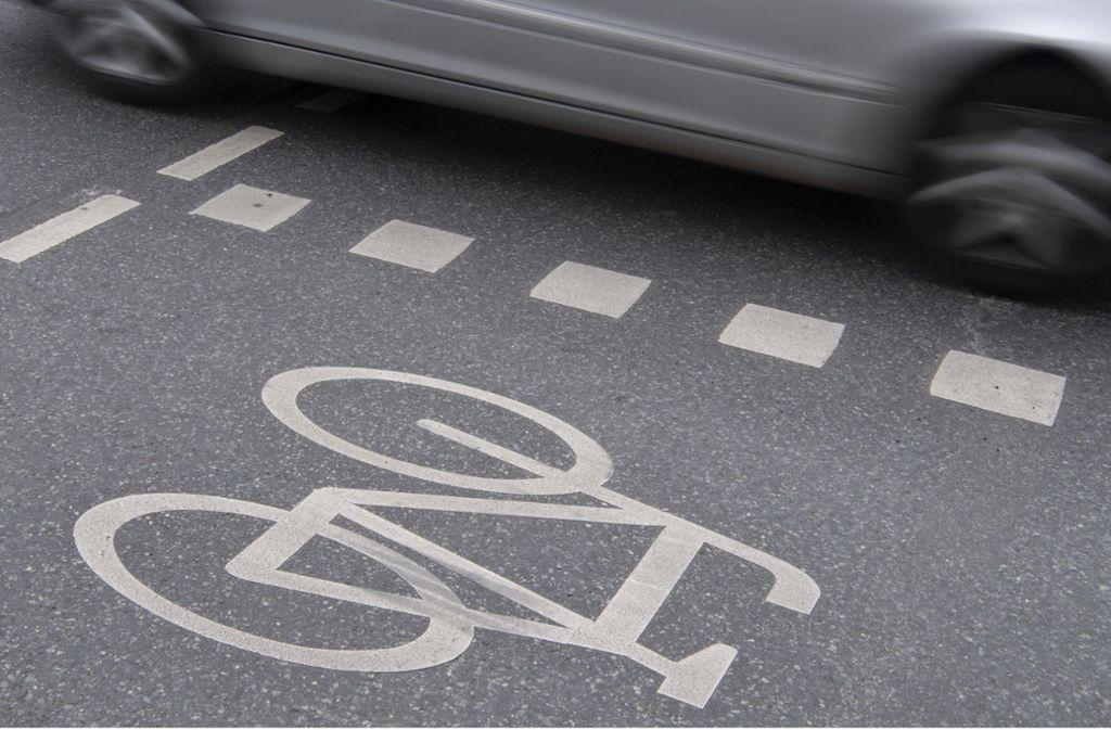 Zwei Männer kamen sich mit ihren Zweirädern auf einem Radweg im Kreis Esslingen in die Quere. Foto: dpa
