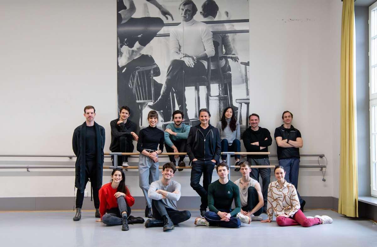 Zehn Mitglieder des Stuttgarter Balletts haben Soli für die Abschlussklasse der Ballettschule in Monterrey, Mexiko, choreografiert. Intendant Tamas Detrich, Mitte, hat das Projekt seiner Solistin Rocío Alemán unterstützt. Foto: Roman Novitzky/SB