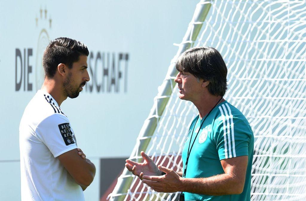 Sami Khedira (links) wurde von Joachim Löw nicht in den Kader des DFB-Teams berufen. Foto: AFP