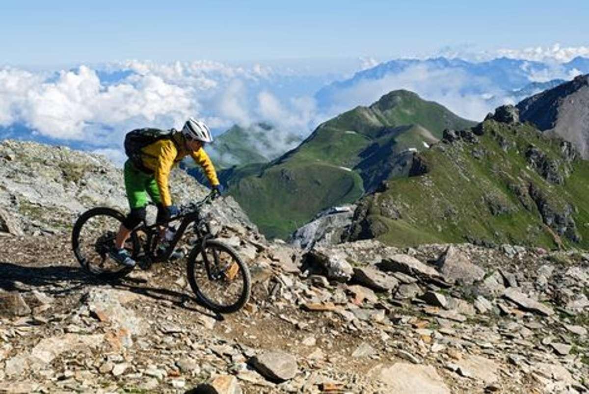 """Dem Bike-Himmel ganz nah im """"Bike Kingdom in Graubünden in der Schweiz. Foto: Shutterstock/ErichFend"""