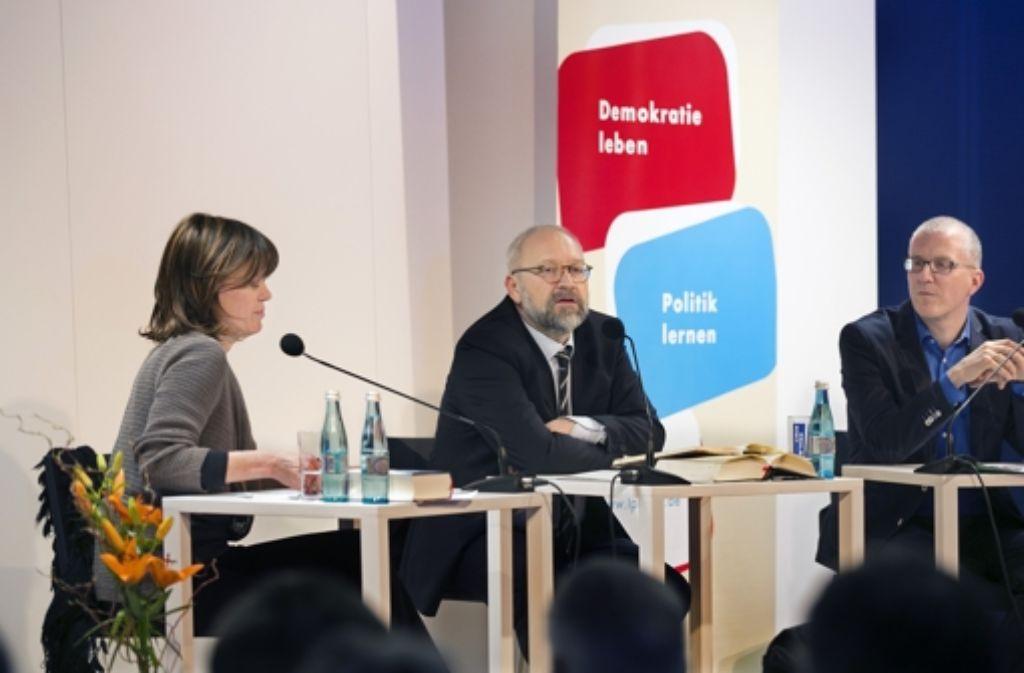 Herfried Münkler (Mitte) bei einer Veranstaltung in Stuttgart 2014 Foto: Horst Rudel