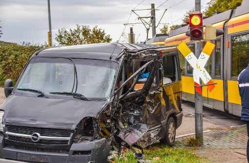 Zwei Menschen nach heftigem Crash in Lebensgefahr