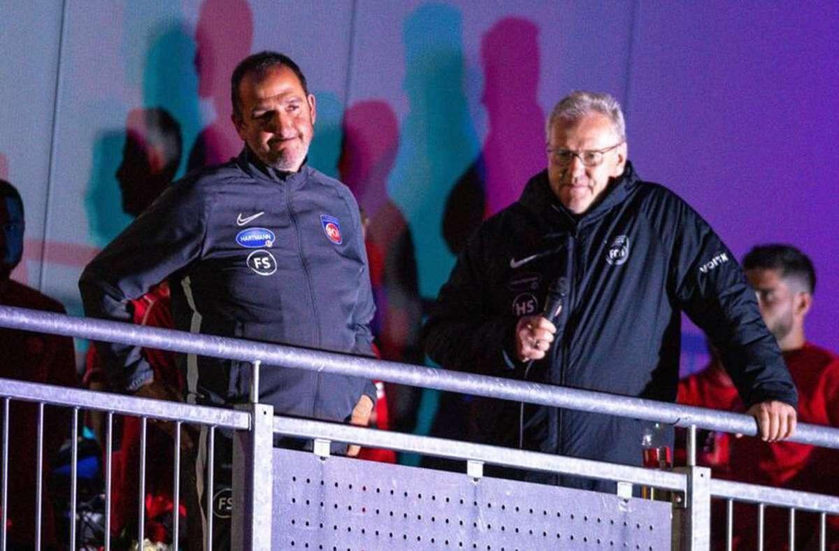 Vorstandsvorsitzender Holger  Sanwald (re.), Trainer Frank Schmidt: Nach der Feier mit den Fans, gab es Randale am Bremer Mannschaftsbus, wofür sich Sanwald entschuldigte. Foto: imago