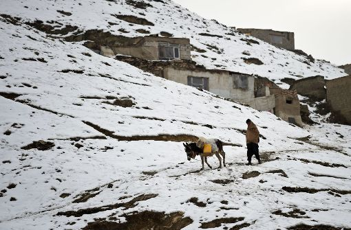 Dutzende Tote nach Schnee und Lawinen