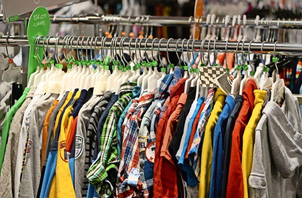 """Off-Price heißt übersetzt """"reduzierter Preis"""". Und den gibt es bei Off-Price-Händlern das ganze Jahr über. Foto: dpa-Zentralbild"""