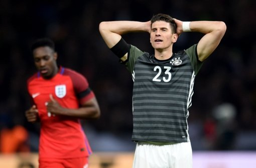 Mario Gomez traf im Testspiel gegen England, trotzdem hat die DFB-Elf bitter verloren. Foto: dpa