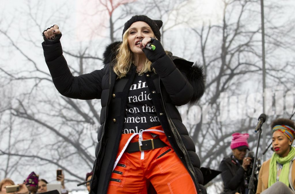 """""""Die Revolution beginnt jetzt"""", skandiert die Sängerin Madonna bei den Protesten gegen Trump in Washington. Foto: dpa"""