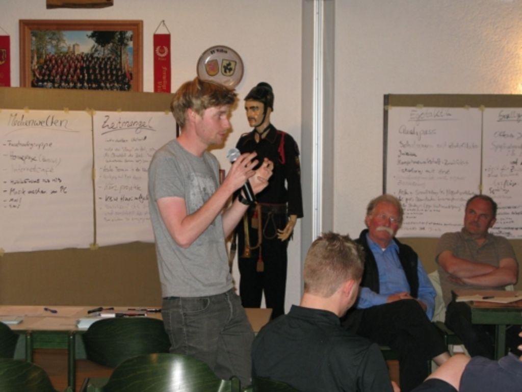 Erik Flügge diskutiert mit den Teilnehmern  der SJR-Mitgliederversammlung. Foto: Jens Noll