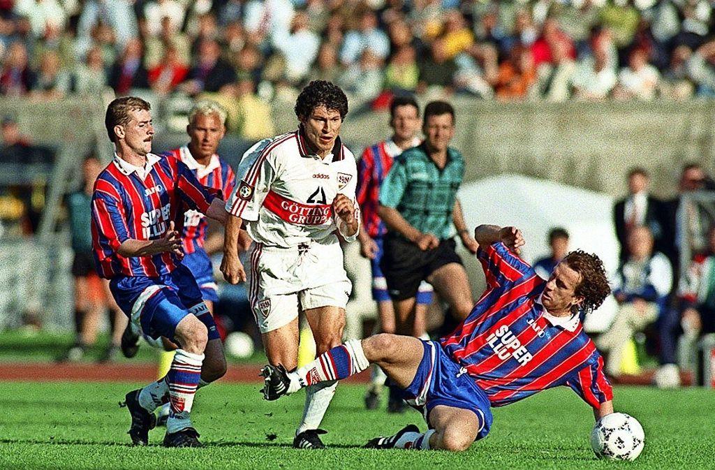 Rückblick: 1997 hat der VfB Stuttgart   mit Krassimir Balakow (Mitte)  das DFB-Pokalfinale gegen Energie Cottbus gewonnen – nun geht es abermals gegen die Ostdeutschen. Foto: Baumann