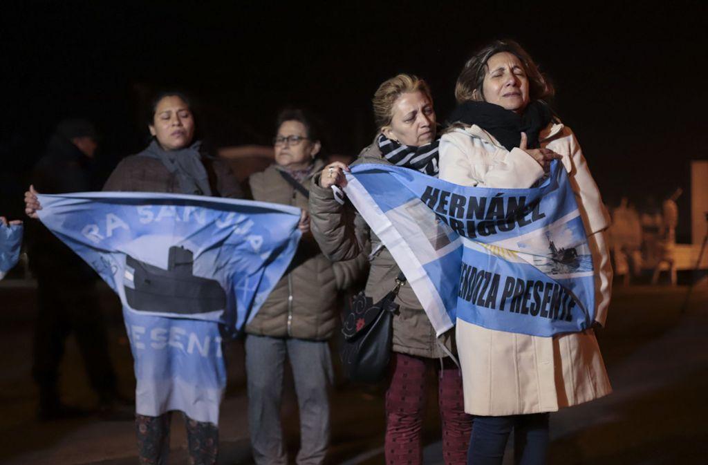 Die Angehörigen der Besatzungsmitglieder trauern. Foto: AP