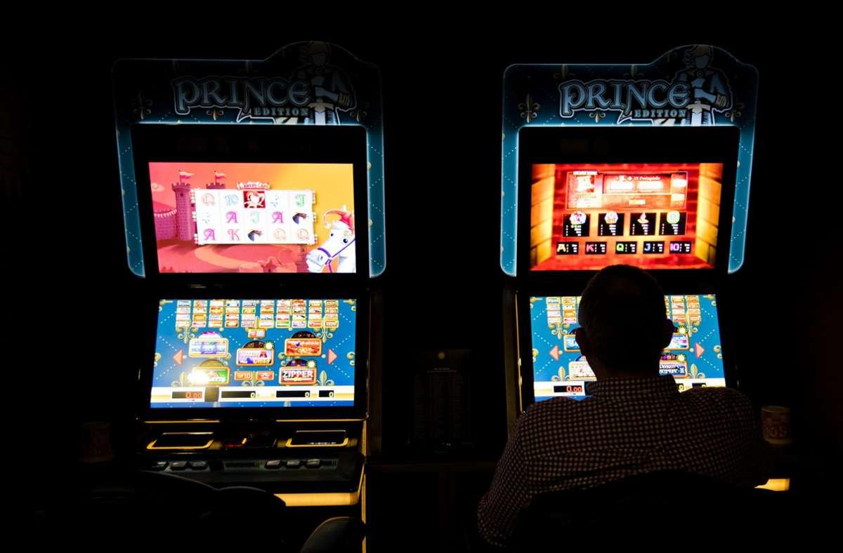 Das Haushaltsgeld wanderte regelmäßig in die Spielautomaten Foto: dpa