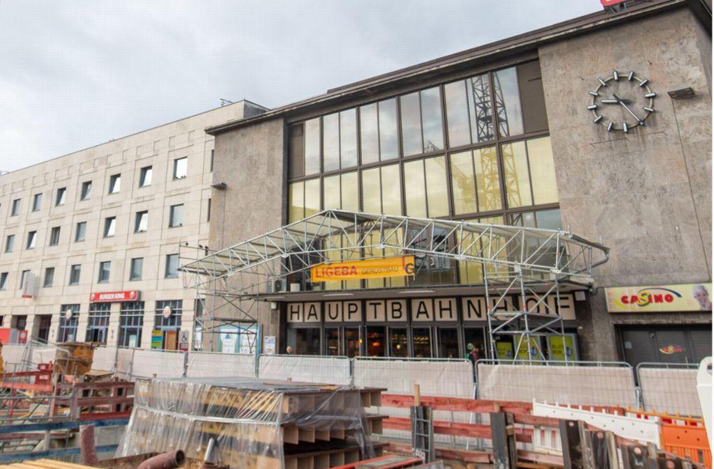 Der Hauptbahnhof in Ulm ist in die Jahre gekommen. Ein Neubau ist der Bahn aber zu teuer. Foto: dpa/Stefan Puchner