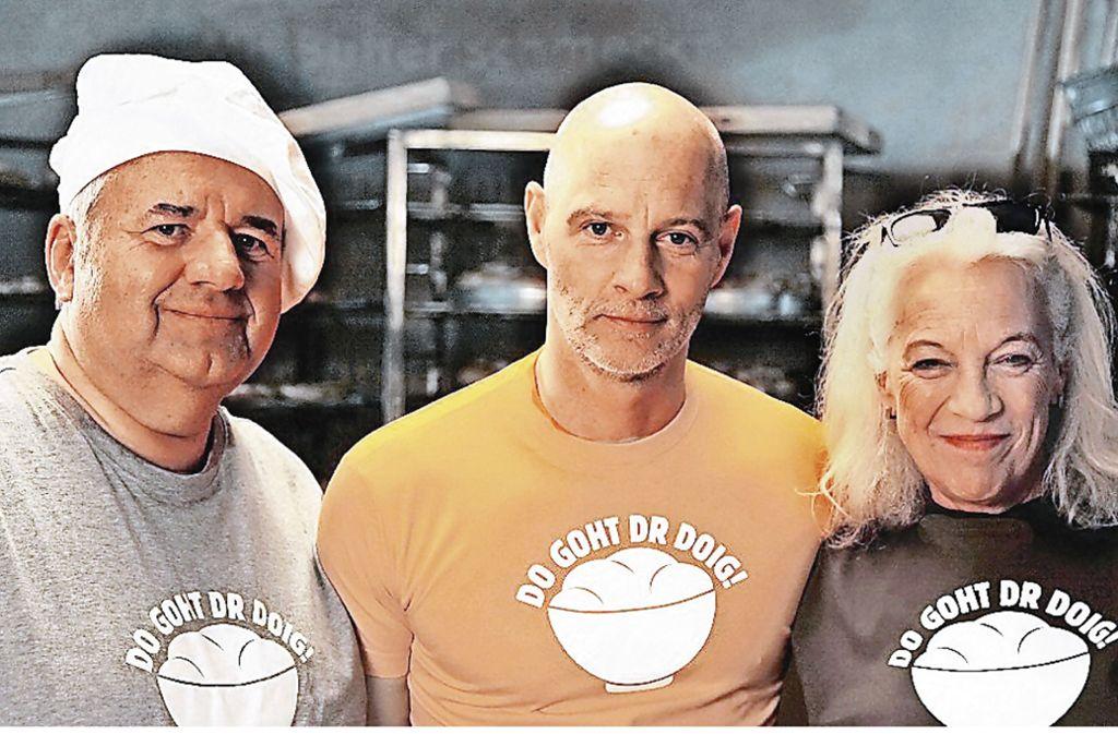 """Winfrried Wagner, Simon Licht und  Ulrike Barthruff (von links) in dem Film """"Laible und Frisch – Do  goht dr Doig"""". Foto: SWR"""