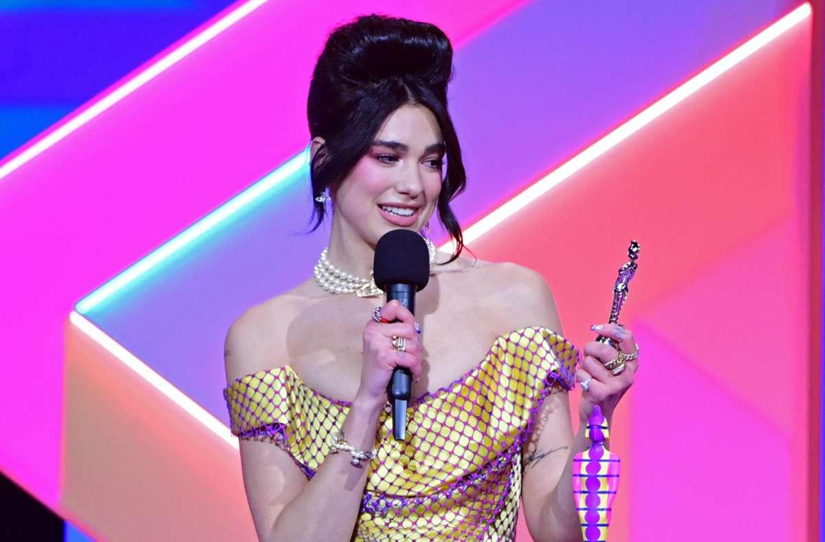 Popsängerin Dua Lipa wurde als beste britische Künstlerin und für das Album des Jahres mit gleich zwei Brit Awards ausgezeichnet. Foto: dpa/Ian West