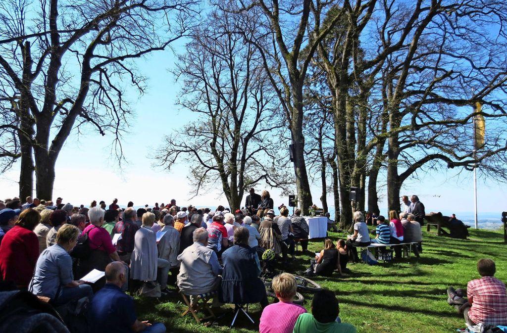 Mittlerweile kommen, nicht nur zum alljährlichen Berggottesdienst (Bild), immer mehr Besucher auf den Hohenstaufen. Foto: privat/Archiv
