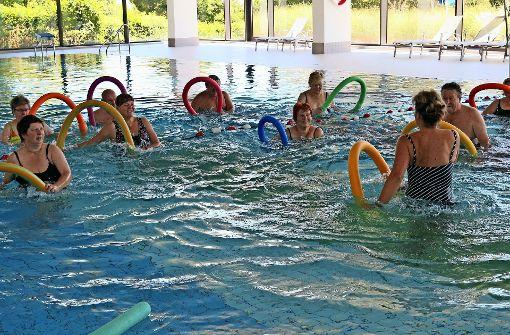 In Badebekleidung zu mehr Beweglichkeit