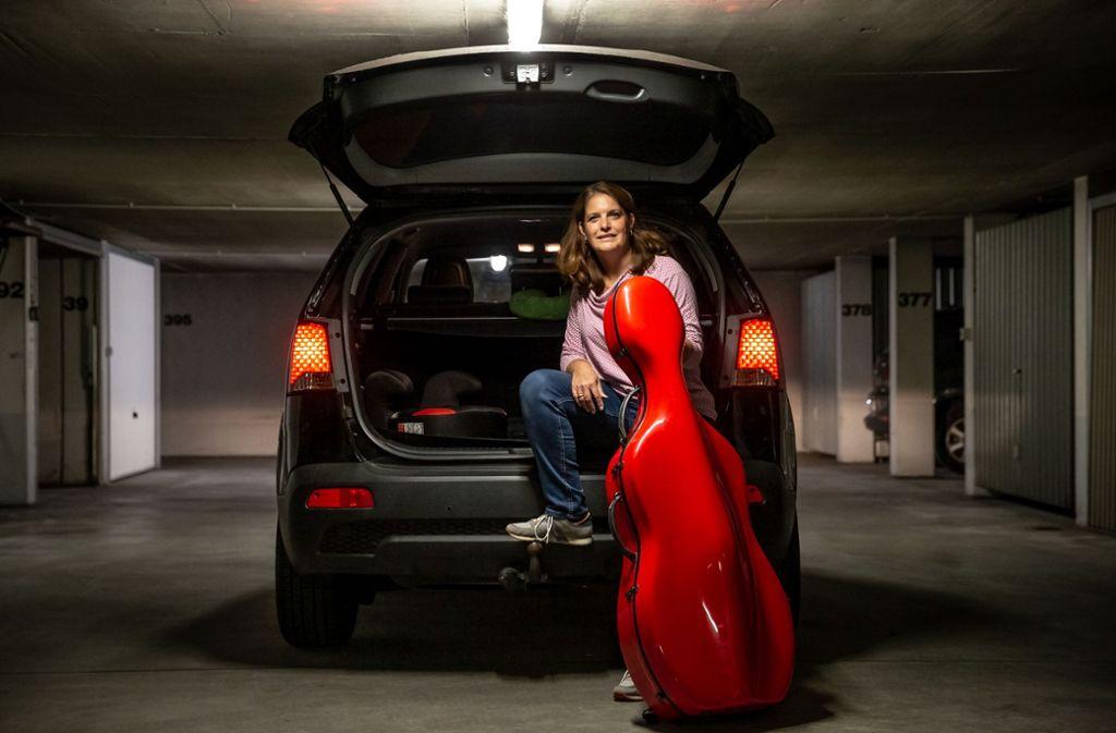 Ina Fröhlich hat zwei Kinder und braucht Platz für Cello, Ranzen und Roller. Den Kombi hat sie gegen einen SUV getauscht. Foto: Lichtgut/Julian Rettig