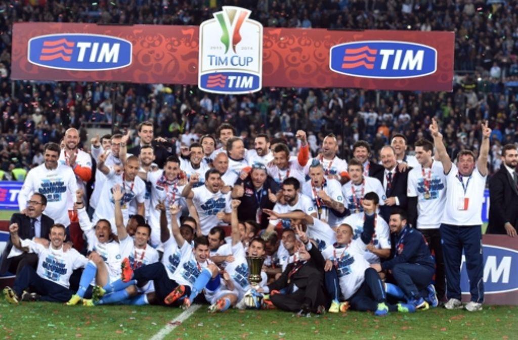 Der SSC Neapel hat sich mit einem 3:1-Sieg gegen den AC Florenz den italienischen Pokal geholt. Foto: dpa