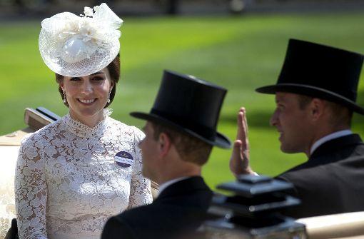 Herzogin Kate bezaubert in weißer Spitze