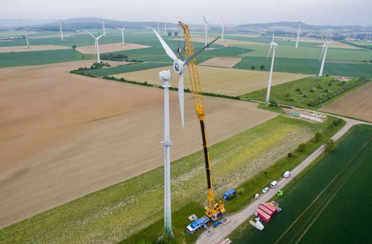 Windräder in der Nähe von Hannover: Geht es nach dem Willen der Europäischen Union, dann soll der Aufschwung nach der Coronakrise grün und klimafreundlich sein. Foto: dpa/Julian Stratenschulte