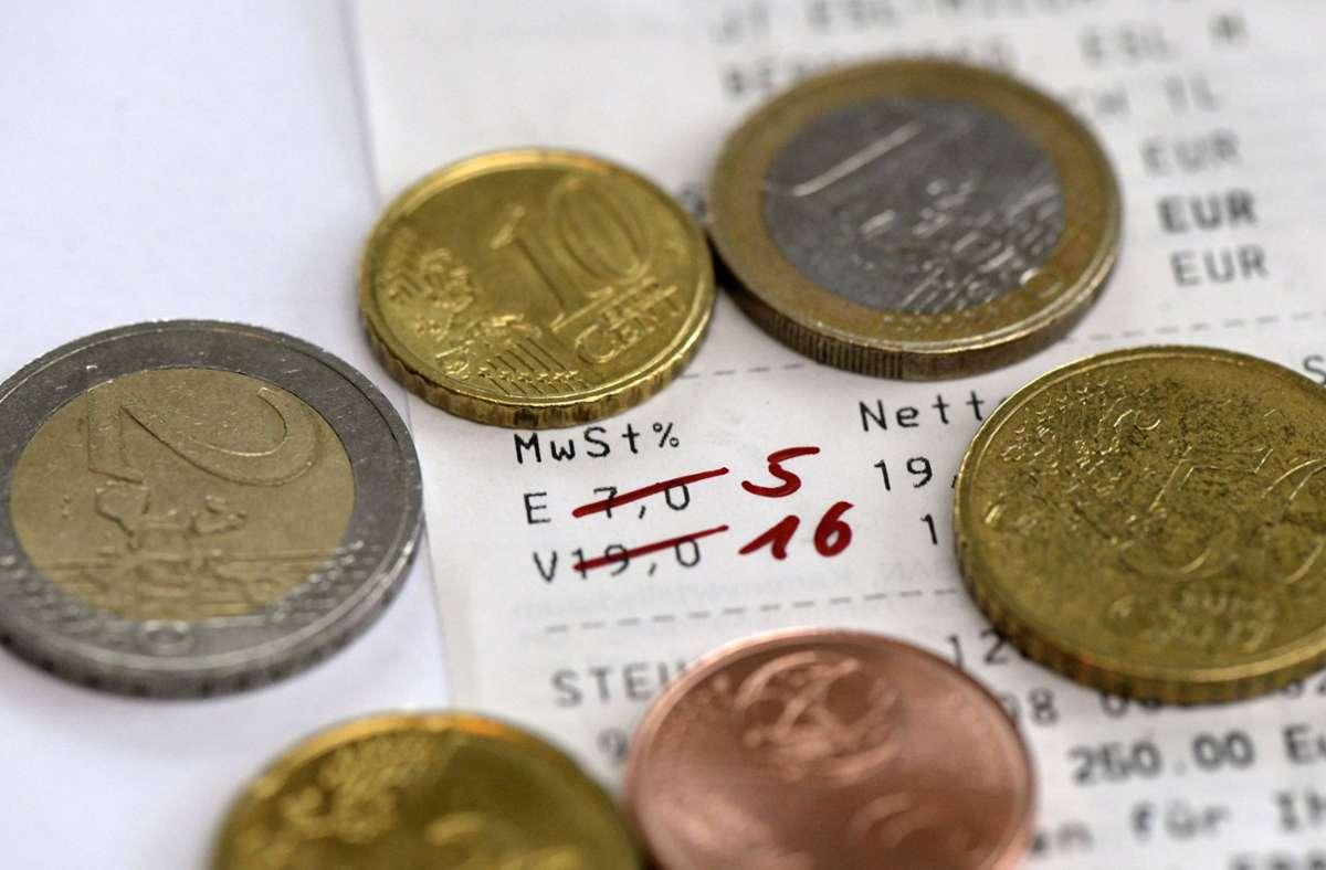 die Mehrwertsteuersenkung aufgrund der Corona-Krise ist wohl die größte Änderung im Juli. Foto: imago images/MiS