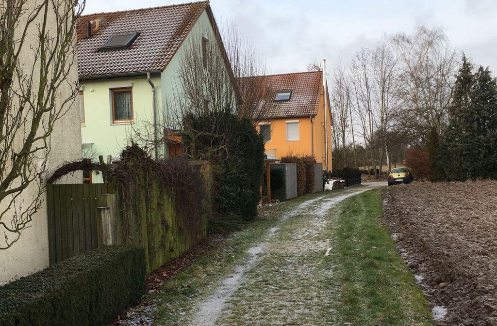 Am Rande der Bebauung im Harthäuser Brandfeld soll zum Schutz der Häuser eine Mauer gebaut werden. Foto: Otto-H. Häusser
