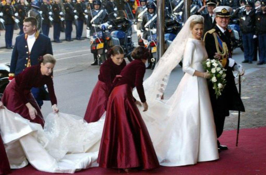 Spitzenärmel, V-Ausschnitt, moderate Schleppe - das Brautkleid von ...