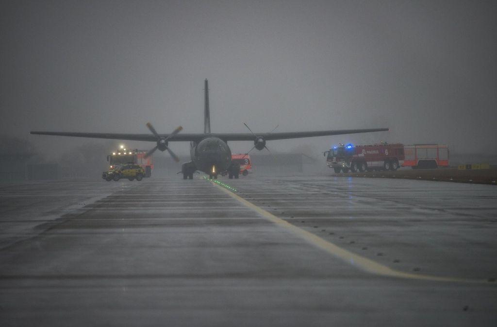 Ein Transportflugzeug der Bundeswehr ist nach technischen Problemen auf dem Flughafen Stuttgart gelandet. Foto: 7aktuell.de/Oskar Eyb