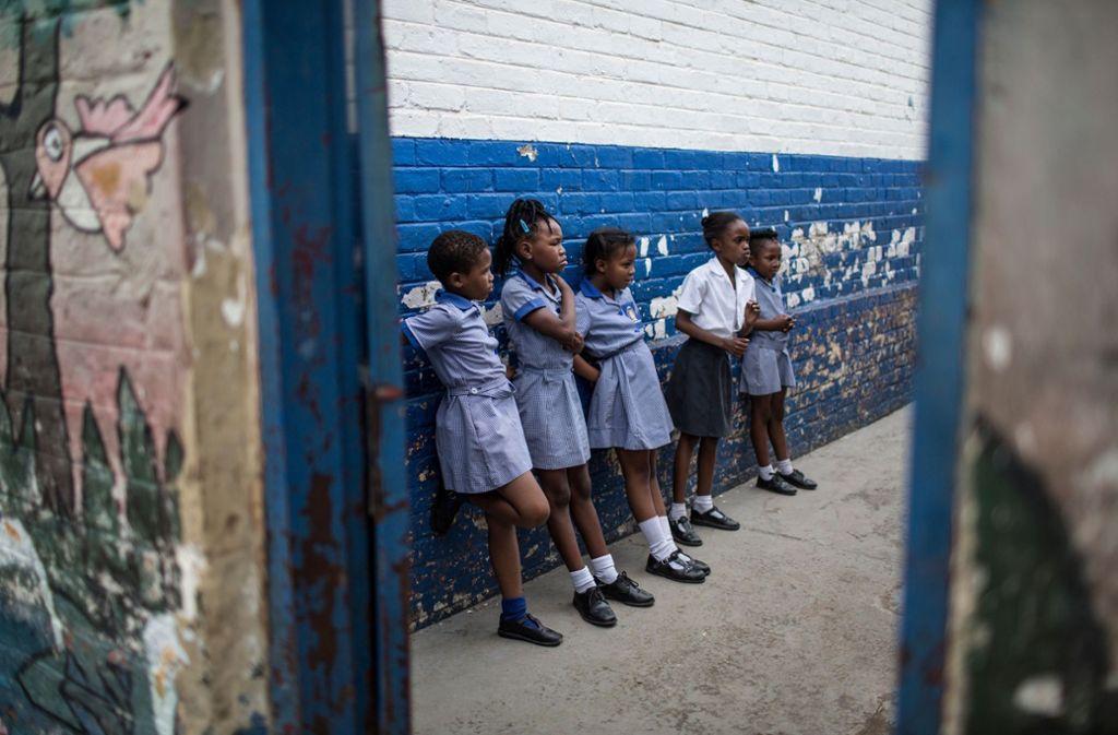 Schülerinnen der Mbuyisa Makhubu Grundschule im Township Soweto. Foto: AFP