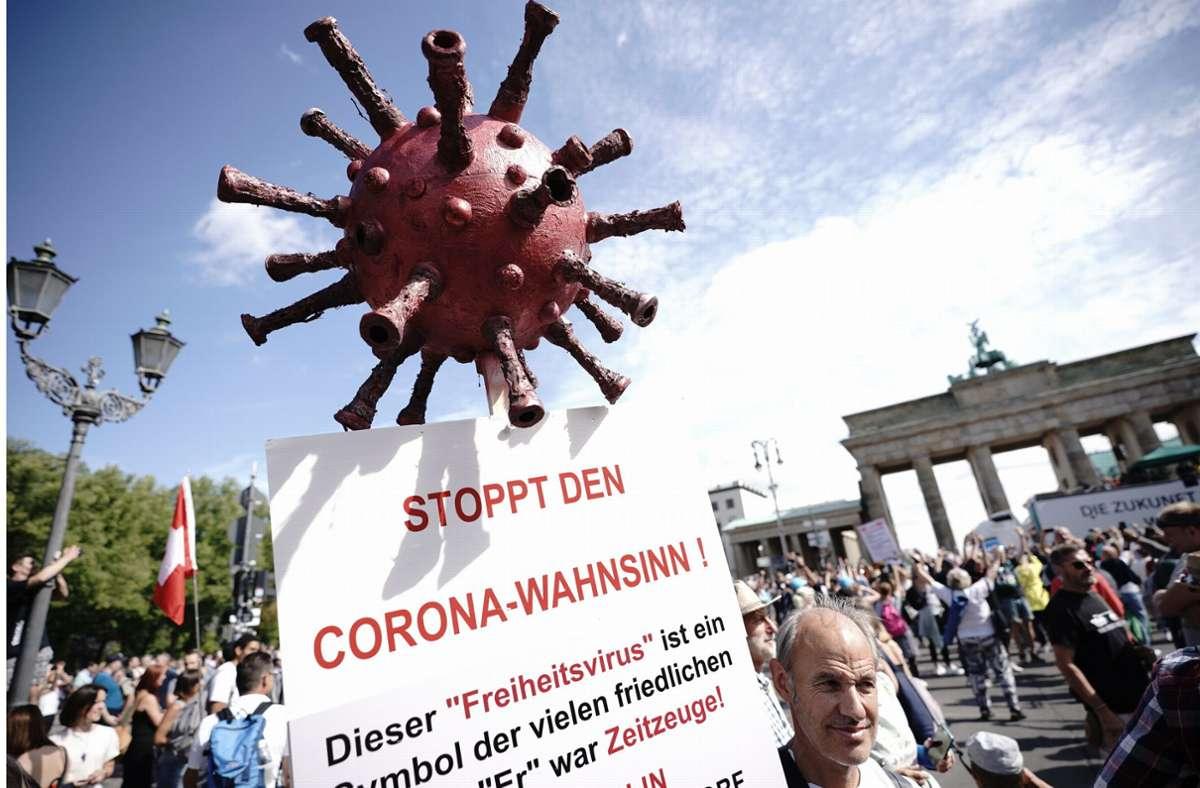 Auf die Proteste gegen die Corona-Maßnahmen der Bundesregierung in deutschen Städten (hier Berlin) reagieren viele Europäer mit Unverständnis Foto: dpa/Michael Kappeler