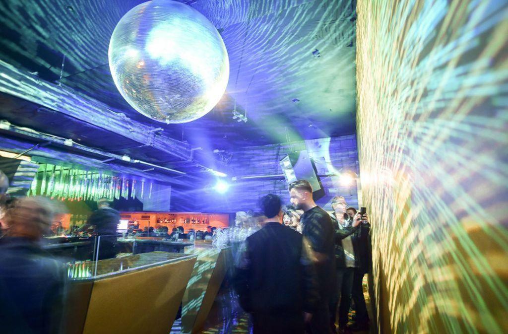 Die Disco-Kugel  im Bille Jean an der Lange Straße in Stuttgart dreht die Zeit zurück. Foto: Lichtgut / Ferdinando Iannone